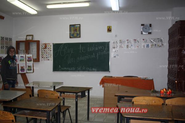 scoala din ibanesti - clasa, locul din banca si colegii (3)