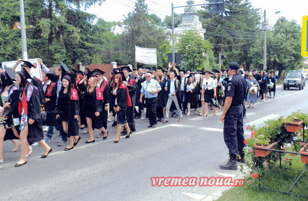 Absolventii Colegiului Agricol Husi, mars festiv la finalul liceului! (foto)