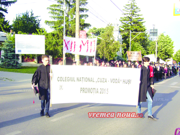 "Absolventii de la ""Cuza Vodã"" Husi, final emotionant al anilor de scoalã! (foto)"