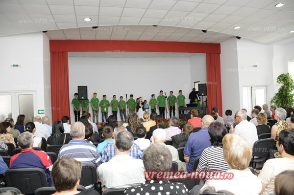 """Copiii din Vaslui au primit în dar Centrul Cultural """"Alexandra Nechita"""" (foto)"""