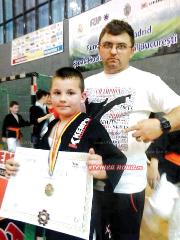 Un sportiv din Bârlad, la numai nouã ani, a câstigat în acest an 11 medalii de aur! (foto)