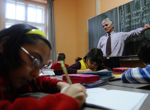 Lipsa elevilor, bãtaie de cap pentru profesorii titulari