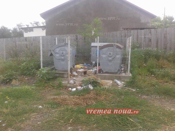 Cetãtenii din Chersãcosu, supãrati pe gunoiul din marginea satului!