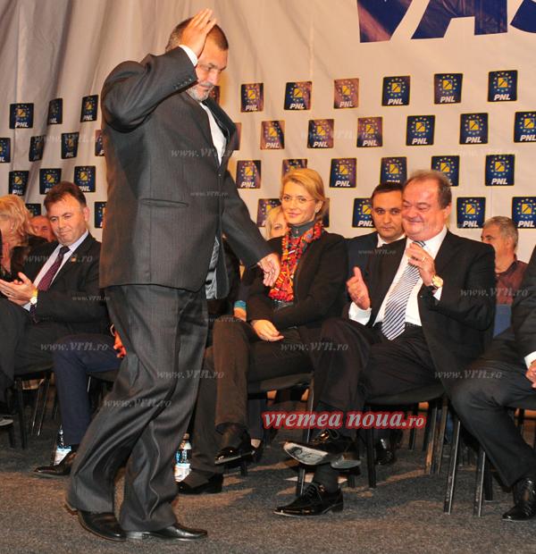 Blaga a sters pe jos cu copresedintii PNL Vaslui! (foto)