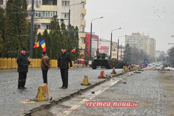 Pregătiri pentru parada militară de Ziua Națională, la Huși și Vaslui! (foto)