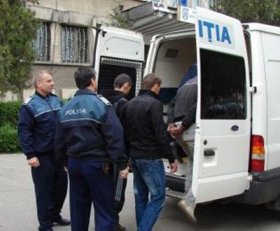 Banda de pustani hoti din Bârlad, împãrtitã între arest preventiv si control judiciar