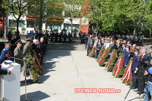 Veteranii de rãzboi, omagiati de oficialitãtile locale (FOTO)
