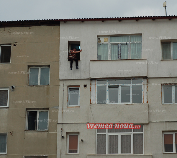 Sinucigasul de la Husi a vrut sã-si vândã apartamentul pentru a avea bani de pãcãnele