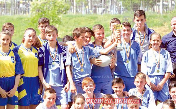 Rugby-stii de la Scoala Manolache Costache Epureanu, pentru a patra oarã campioni nationali la rugby tag!
