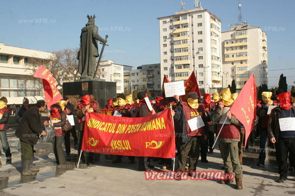 Postasii vasluieni protesteazã în Piata Victoriei