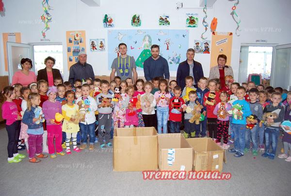 Prescolarii din Laza, vizitati de sportivii de la HC Vaslui