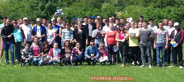 Tinerii din comuna Banca îl sprijinã pe candidatul PNL – Vasile Vânãtoru! (FOTO)