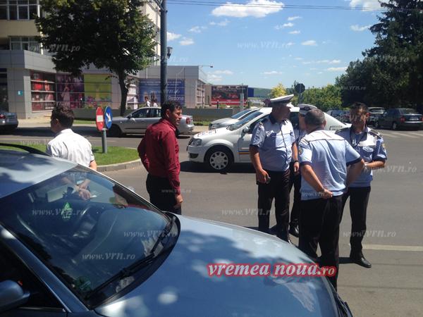 Primarul de la Banca, accident în fata sediului PSD Vaslui! (foto)
