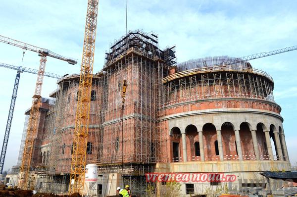 Aici sunt banii dumneavoastrã: Catedrala Mântuirii Neamului a ajuns la 12 etaje înãltime, cu banii enoriasilor vasluieni!