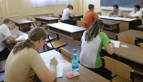 Mii de elevi au fost discriminati la examenele nationale