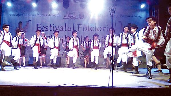 """""""Codrenii"""" din Târzii, la festivalul de folclor de la Avrig"""
