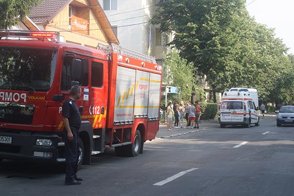 FAZA ZILEI: Ambulanta si pompierii pusi pe drumuri de o istericã si un somnoros! (FOTO)