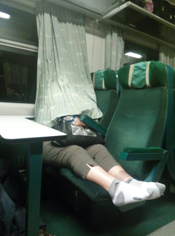 POZA ZILEI: Cum cãlãtoresc vasluienii cu trenul? Necivilizat!