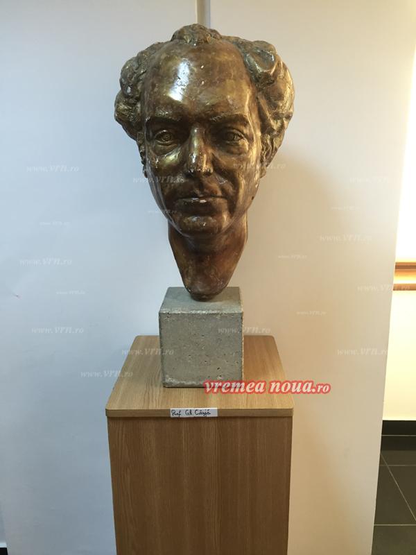 Cârjã îl umileste pe Marin: si-a pus bust în sediul primãriei Vaslui!