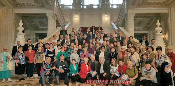 Seniorii din Vaslui si Bârlad, în vizitã la Palatul Parlamentului