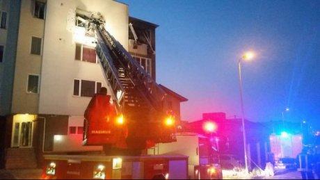 """Explozie, într-un bloc de locuințe: 80 de persoane evacuate, 13 imobile afectate. """"Ușile au zburat, geamurile s-au spart"""""""