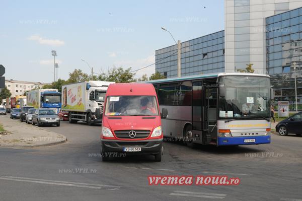 Taximetristii si transportatorii de persoane din Vaslui, luati la puricat de Politia Rutierã