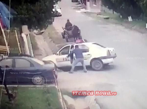 Cascadorii râsului: Seful de post din Suletea a bãgat masina politiei în sant! (video)