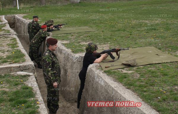 """Atentie, """"trag"""" ziaristii! Vremea Nouã si Monitorul de Vaslui, campioni la tir! (FOTO)"""