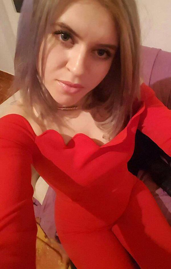 POZA ZILEI: Blonda Monica de la Drânceni trece… pe rosu!