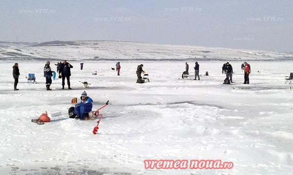 """Basarabenii, marii câstigãtori ai concursului """"Ice Fishing Mânjesti"""" (foto)"""