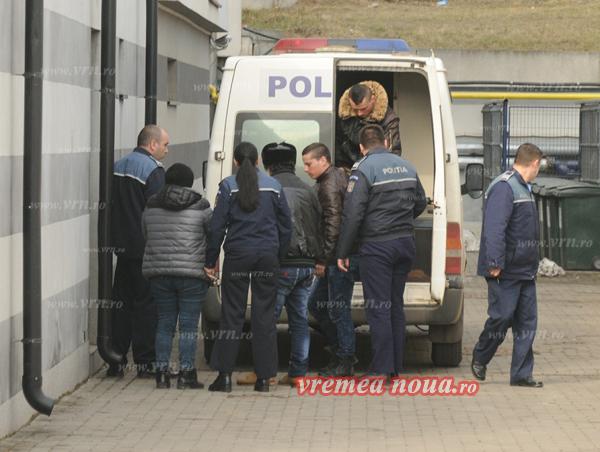 """""""Teroristii"""" din Ivãnesti rãmân în arest preventiv"""