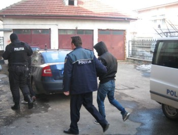 Tânãr din Grivita, arestat chiar în sala de judecatã pentru tâlhãrie calificatã si distrugere