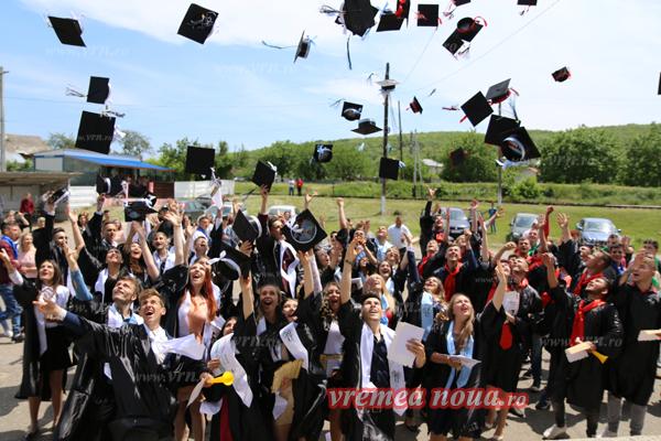 """Festivitate de absolvire la Colegiul Tehnic """"Marcel Guguianu"""" Zorleni (FOTO)"""