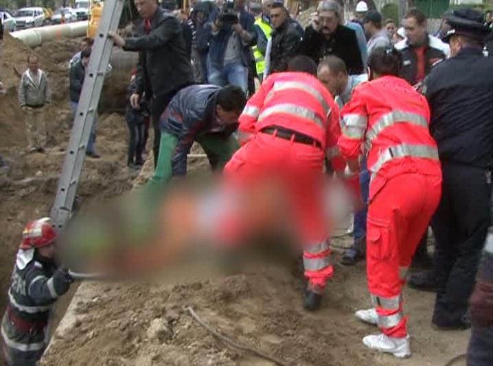 UPDATE: A murit tanarul peste care s-a surpat putul la Berezeni