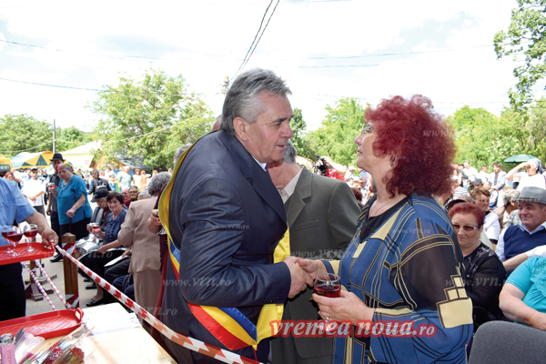 La Lipovãt, sapte cupluri cu 50 de ani de cãsnicie au fost felicitate de primar, de Ziua Comunei