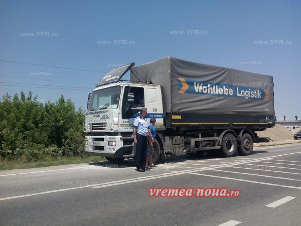 O masinã, la un pas sã fie fãcutã scrum la intrarea în Bârlad! (FOTO)