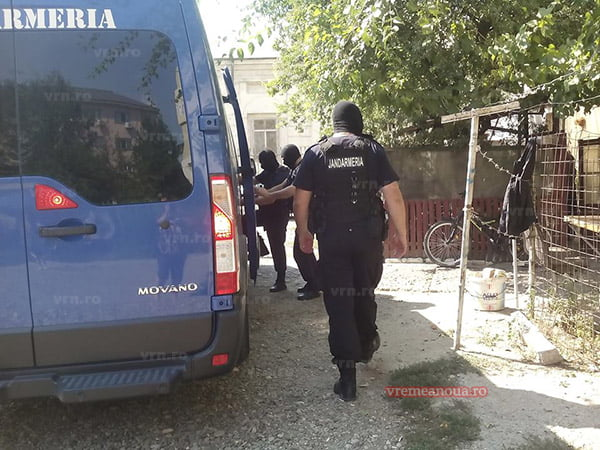 """UPDATE! Percheziții la domiciliul """"briliantului"""", capul rețelei de hoți din Bârlad (foto, video)"""