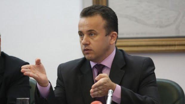 Ministrul Educaţiei Liviu Pop: Elevii de clasa a V-a nu vor avea manuale şcolare în primele două luni