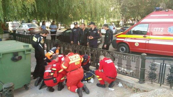 DRAMATIC! Un copil și bunica lui au căzut în râul Dâmbovița. Care este starea victimelor