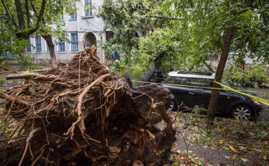 Un nou PERICOL pentru românii loviți de furtună! LOVITURA pe care nu o așteptau