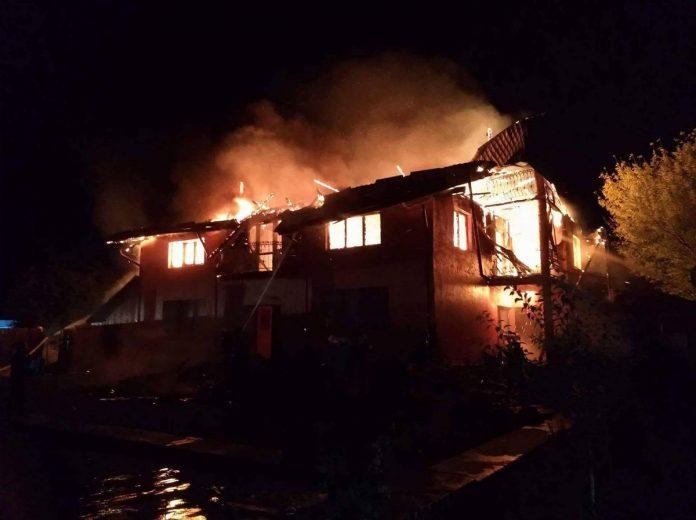 Incendiu la o locuinţă din Comăneşti!