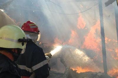Imagini pentru Incendiu  garaje Negrești