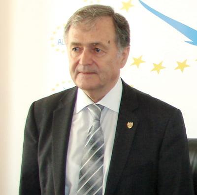 Senatorul Hadârcã a stârnit o furtunã politicã la Bucuresti, în apãrarea românilor din Ucraina