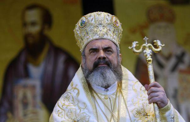 Potrivit Bisericii Ortodoxe, în România există un număr de aproximativ 10.000 de călugări și măicuțe