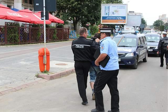 Ucigaşi liberi să atace poliţia