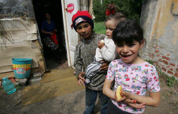 Aproape 50% dintre copiii ROMÂNIEI sunt EXPUȘI riscului SĂRĂCIEI şi EXCLUZIUNII SOCIALE