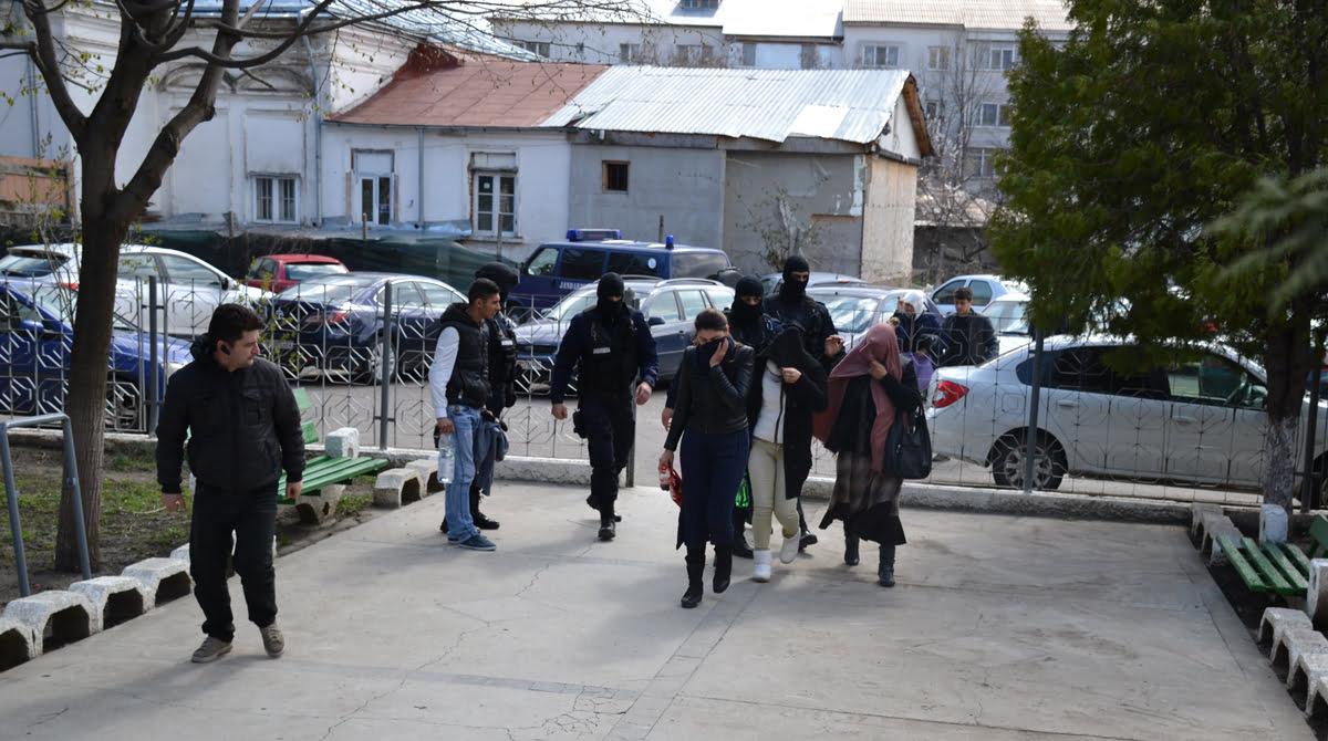 Falșii procurori DIICOT, care au înșelat primari din Vrancea și alte județe, condamnați la ani grei de pușcărie; unul dintre ei are de executat 24 de ani