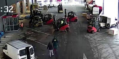Hoți din Cehia, blocați cu motostivuitoarele până la sosirea poliției