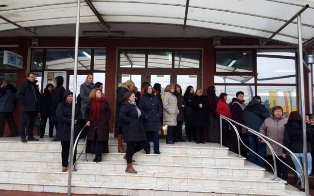 Protest spontan la Casa de Pensii. Ce revendicări au salariaţii