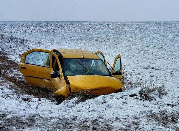 Un tată și fiul său de nouă ani, morți într-un accident la Vadu Moldovei. Mama, internată în stare gravă